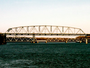 Mark Twain Memorial Bridge